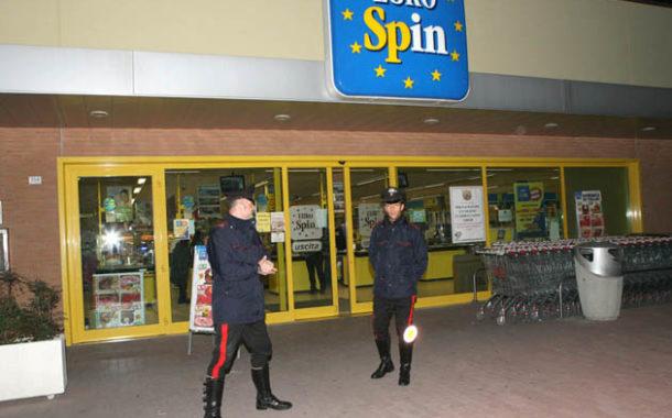Rapina all'Eurospin con siringa: arrestato il rapinatore.