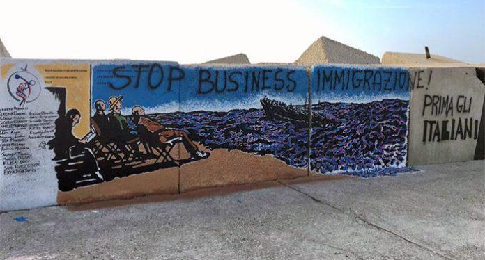 Imbrattato il murales realizzato dagli studenti: comparse scritte contro gli immigrati