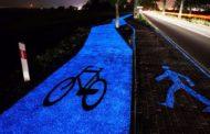 Curiosità. Ecco il fondo della pista ciclabile che si illumina di Notte e si ricarica con il sole/FOTO