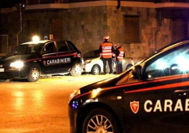 Cocaina e sesso in tre: ci scappa la rissa e arrivano i Carabinieri