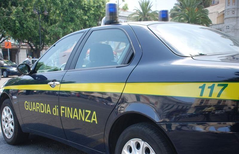 GDF smantella una filiera del falso: sequestrate 4.000 calzature