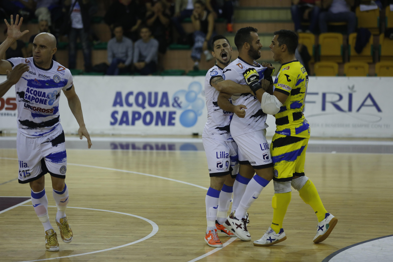 Calcio a 5. Acqua&Sapone si sblocca: 5-4 al Kaos Reggio Emilia