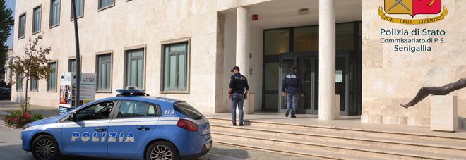 Blitz della Polizia in laboratorio di cinesi: operai assunti in nero e carenze nella sicurezza