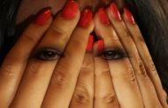 Maltrattamenti in famiglia: moglie costretta a strisciare ai piedi del marito-padrone. Denunciato