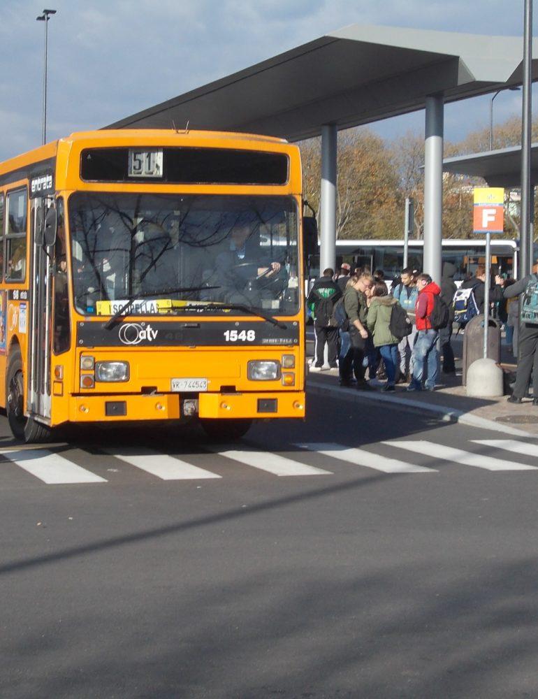Scena da panico sul bus:
