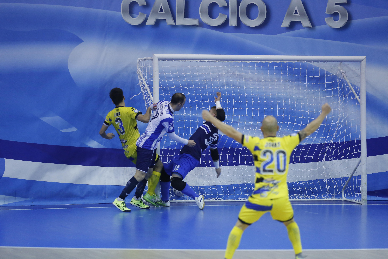 Calcio a 5. Acqua&Sapone.Sfida per l'Abruzzo: i nerazzurri battono Pescara 7 a 4