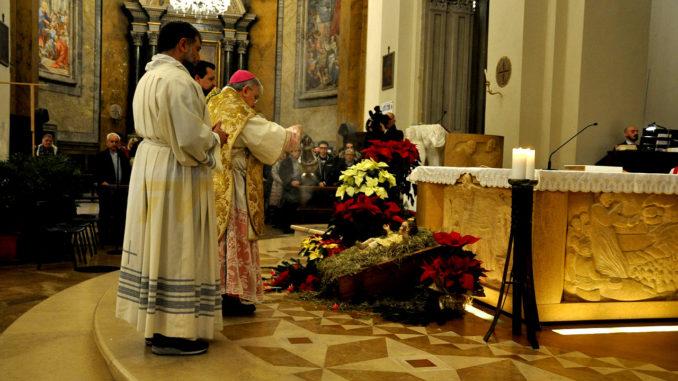 Grave profanazione: ruba l'ostia in Chiesa. Parroco 78enne insegue il ladro e ferma uno straniero