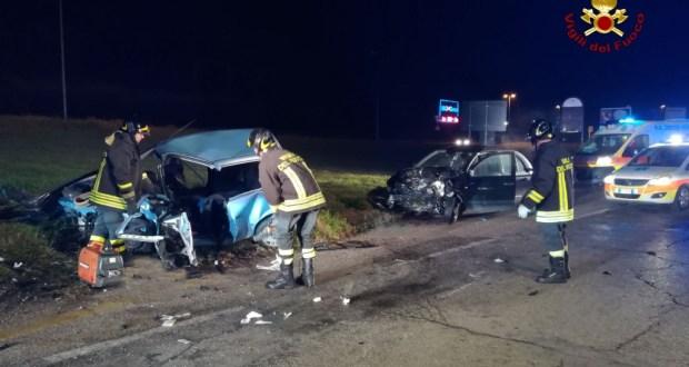 Grave incidente stradale: una donna di 41 anni è morta e quattro i feriti