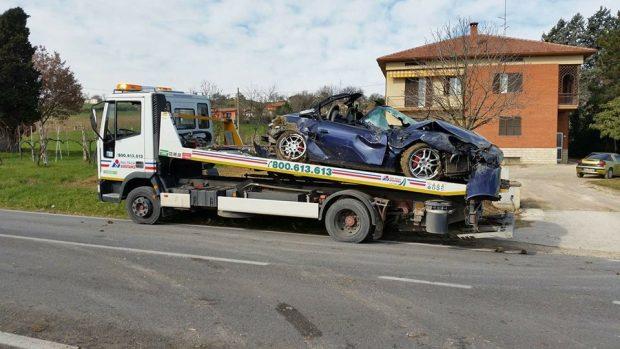 Dopo cena tragico: si schianta con la sua Porsche vicino casa