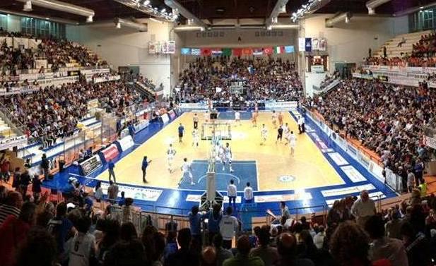 Roseto Basket.Gli Sharks battono(94-85) il Bergamo. Vittoria per sperare nella salvezza