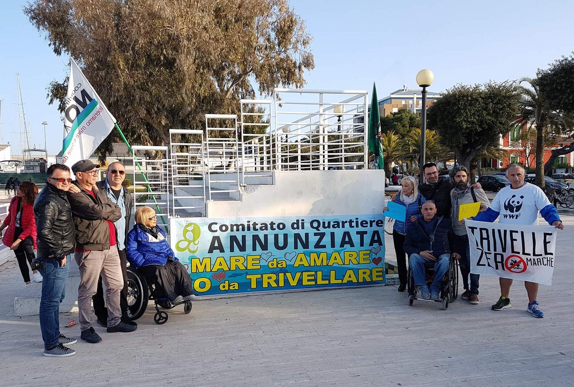 Giulianova. Contro le trivelle&flash mob: partecipazione di cittadini