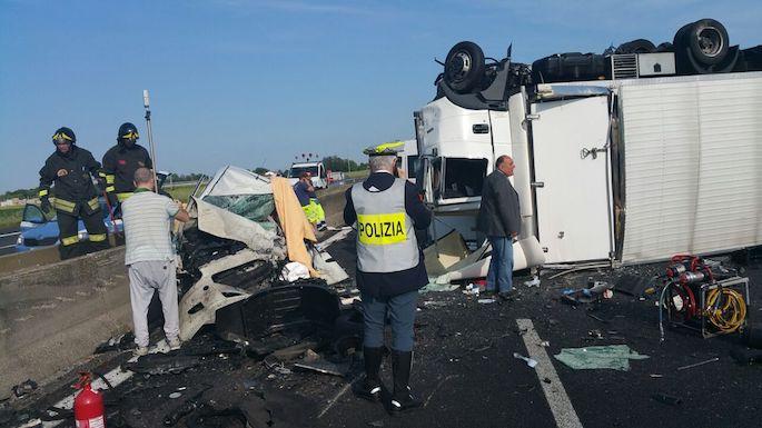 A14: auto travolge autista dopo incidente. Un morto e un ferito