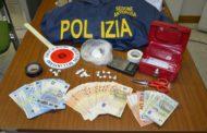 Aveva 300 gr di eroina nell'ombrello e 17 mila euro in contanti in cassa: arrestata una coppia