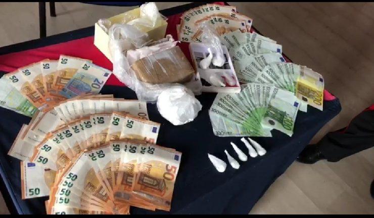 Droga nel distributore:arrestata una coppia con 650 gr di cocaina e 11 mila euro contanti