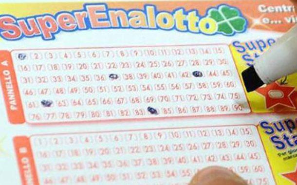 Sfiora il Jackpot milionario al SuperEnalotto. Per adesso si consola con un cinque da seimila euro