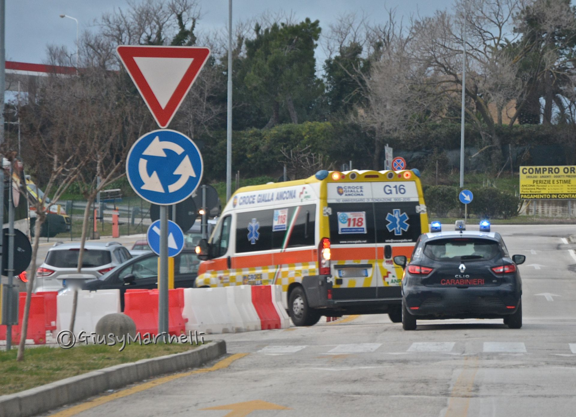 Grave incidente frontale all'alba: grave uomo anziano