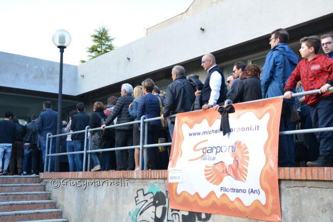Tragedia ciclismo: centinaia nella camera ardente allestita per Michele Scarponi