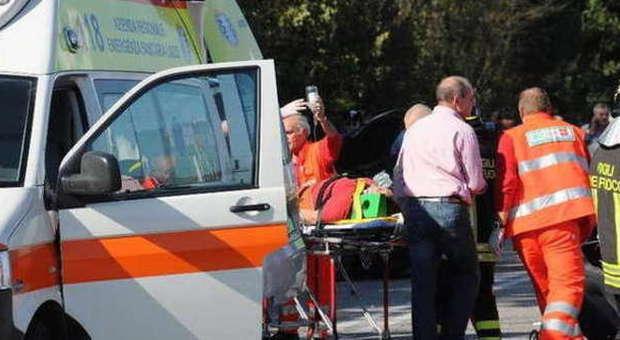 Incidente sul lavoro: antennista precipita dal tetto a quindici metri e muore
