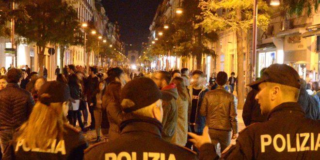 Blitz della Polizia: ragazzine sorprese a bere alcol. Denunciato commerciante