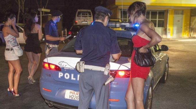 Controlli intensificati sulle strade del sesso: il fenomeno non diminuisce