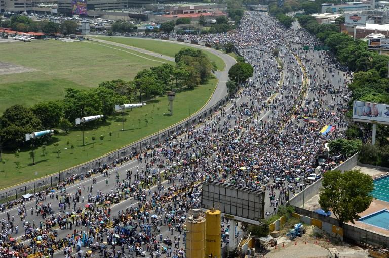 Raccolte firme (domenica 16 luglio) per il Venezuela libero: anche l'Abruzzo si mobilita. I punti di raccolta