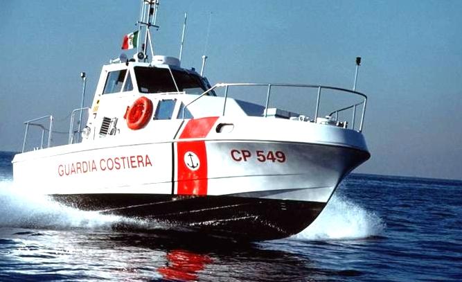 Barca in avaria: gruppo di turisti belgi soccorsi dalla Capitaneria di Porto
