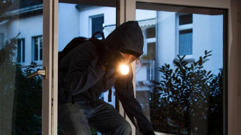E' caccia ai ladri acrobati: furti a ripetizione nei piani superiori dei palazzi
