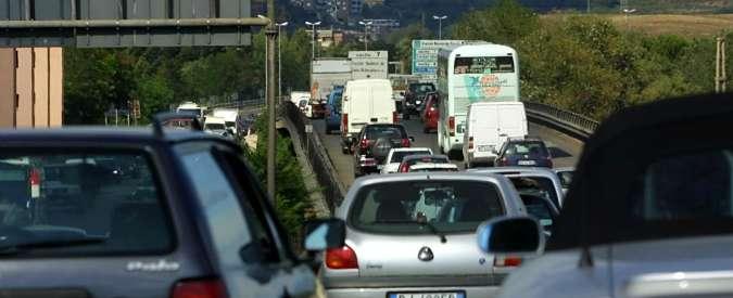 Sangue sulla A14. Incidente stradale tra auto e tir: tre morti e autostrada chiusa