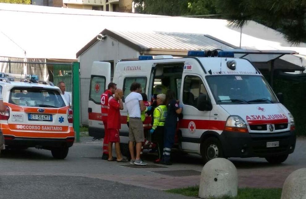 Bimbo di 22 mesi cade in piscina: ricoverato in Ospedale è grave