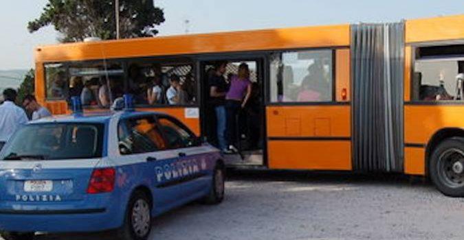 Studente spacciava sul bus: sorpreso dalla Polizia