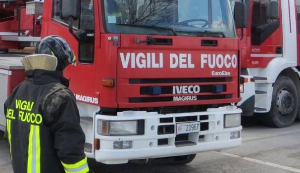 Incendio in parrocchia: 10 intossicati. Sulle cause indagini in corso