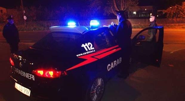Assaltano la villa dell'imprenditore: la banda in fuga con la Porsche Cayenne