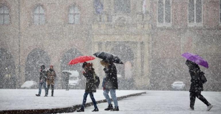 Marche&Maltempo.Neve e gelo: domani scuole e Università chiuse