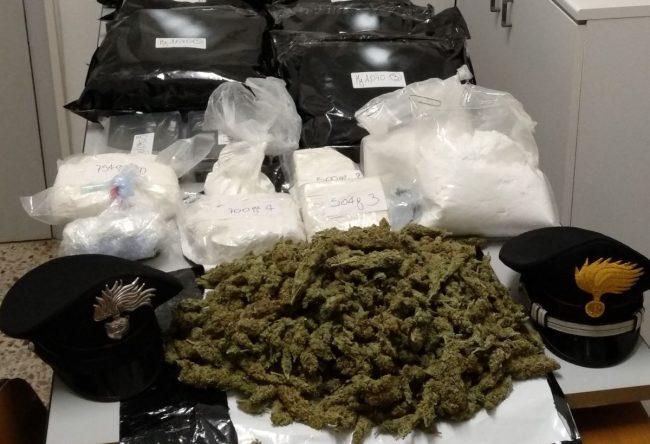 Giovane arrestato dai Cc con 10 kg di  marijuna e 5 kg di cocaina