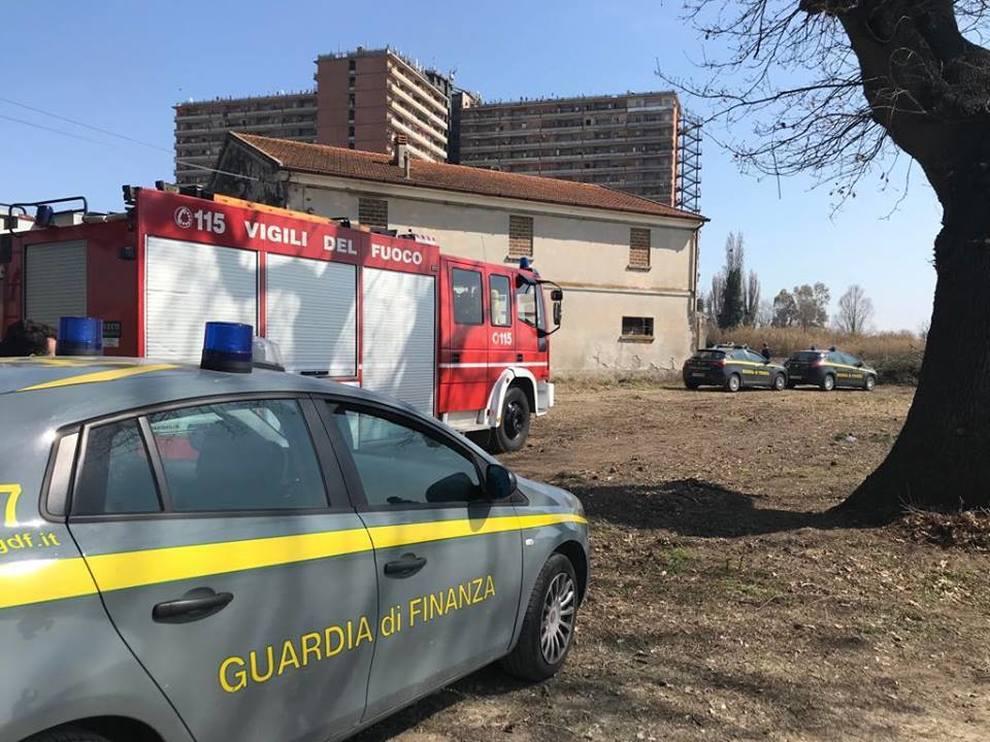 Blitz continui della Guardia di Finanza all'Hotel House:denunciati tre pusher, sequestrati contanti e 20 grammi di droga