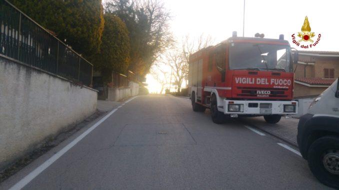 Fuga di gas fa alzare per 6 mt. il manto stradale