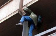 Ladri acrobati.Tre colpi in ville in poco tempo: bottino oltre ventimila euro