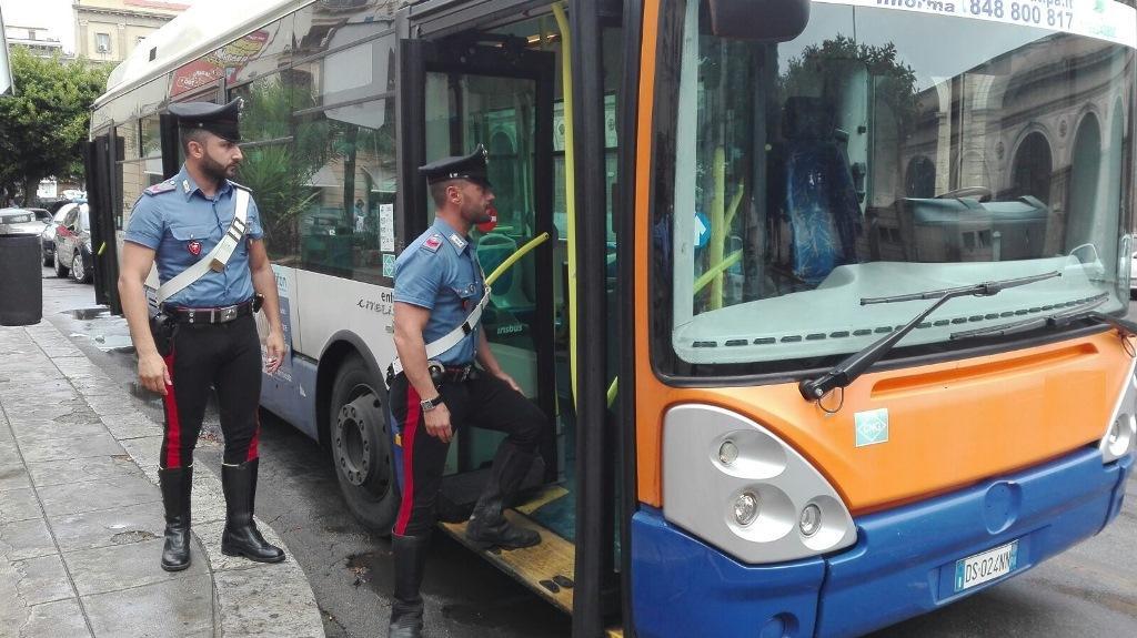Candidato a consigliere, picchiato sul bus da due stranieri