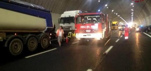 Spuntano rigonfiamenti sospetti sul ponte: scattano i controlli e il traffico va in tilt