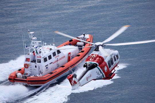 Barca affonda improvvisamente: tre passeggeri salvati dalla Guardia Costiera e dai bagnini