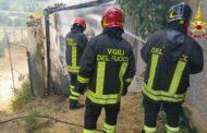 Brucia un capanno: in fumo 18 quintali di fieno
