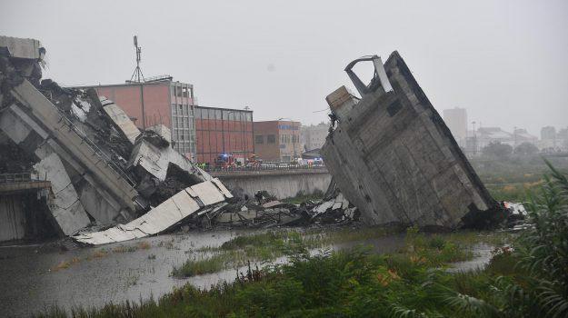 Crollo del ponte di Genova: si aggrava il bilancio delle vittime. Dopo i ritrovamenti sono diventati 43