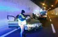 Incidente con carambola tra auto e tir in galleria: muore un 60enne