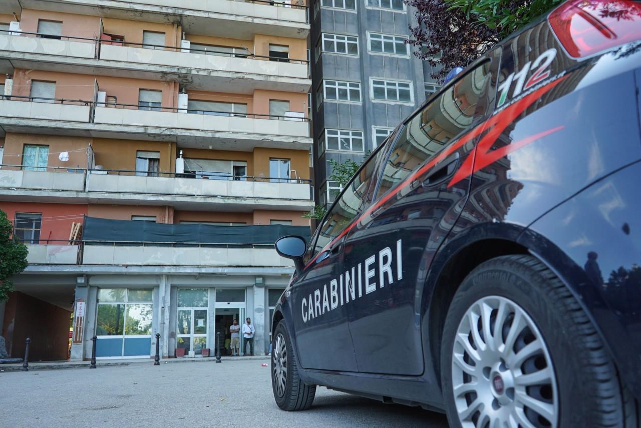 Ingoia 10 ovuli di eroina: arrestato dai Carabinieri