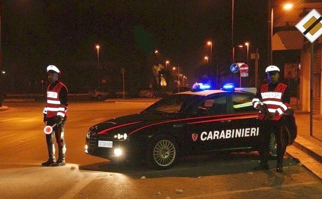 Impiegata era ubriaca alla guida: cerca di fuggire ai Carabinieri , ma viene inseguita e fermata