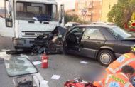 Auto sbanda e si infila sotto un camion: uomo morto sul colpo