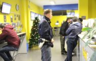 Rapina a centro scommesse Sisal: bottino 30 mila euro