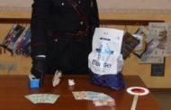 Facevano la spesa con banconote false: truffatrice inseguita da un commerciante