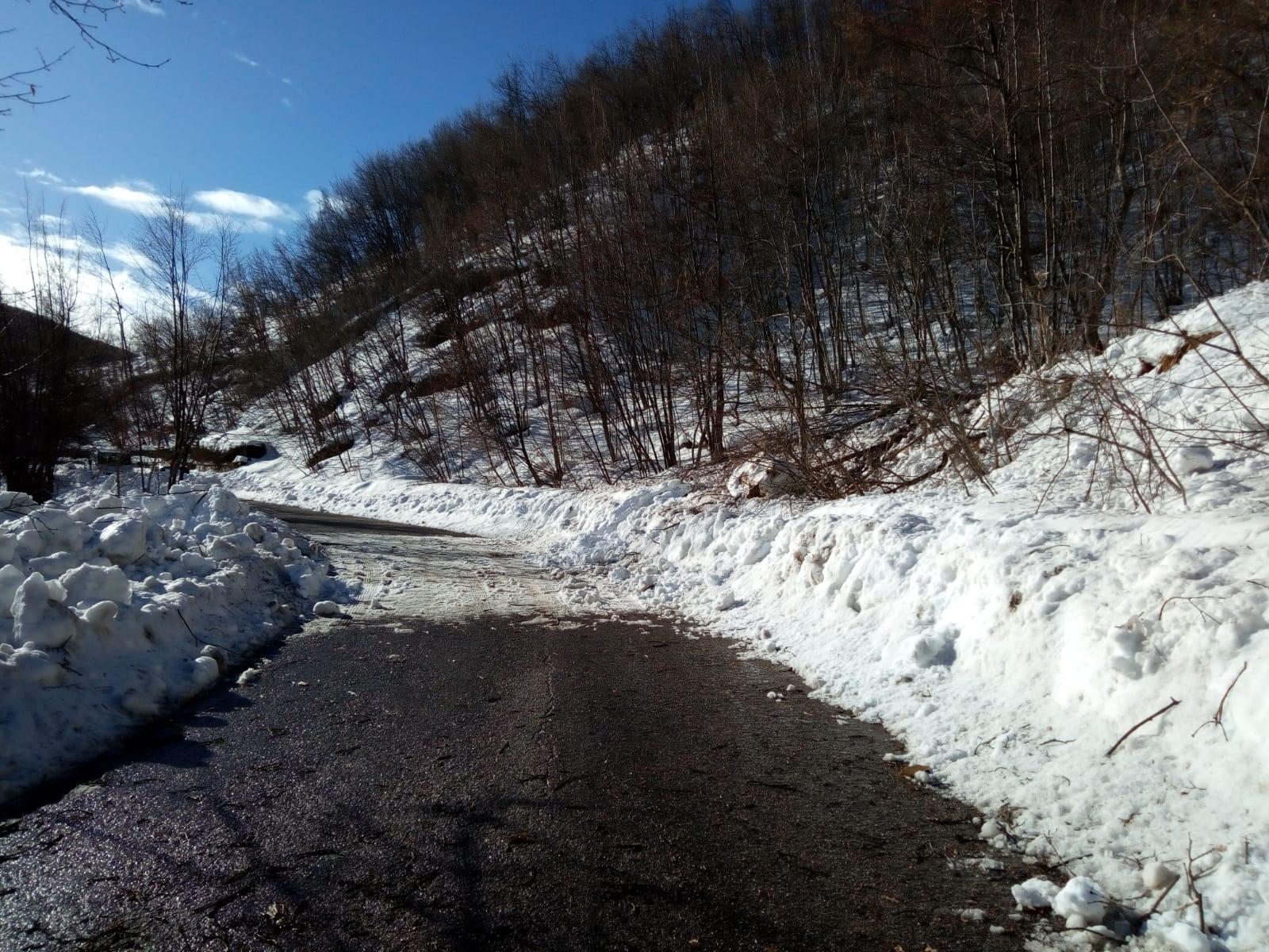Valle Castellana. Il Comune interviene sulla frana della SP 52 a Macchia da Sole/FOTO