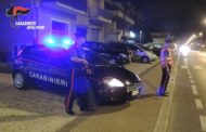 Ubriaco brandiva un coltello per minacciare i passanti: catturato dai Carabinieri